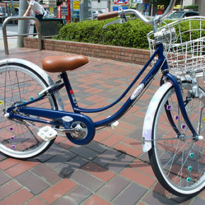 小学生の娘に新しい自転車を購入
