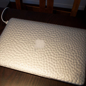 MacBook Airを持ち出すためにHammered Hardshell Case